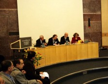 Podiumsdiskussion - von links: Malfono Isa, Turabdin - Prof. Bielefeld, Erlangen - Johannes Minkus Moderator) - Frau Janet, Nordirak